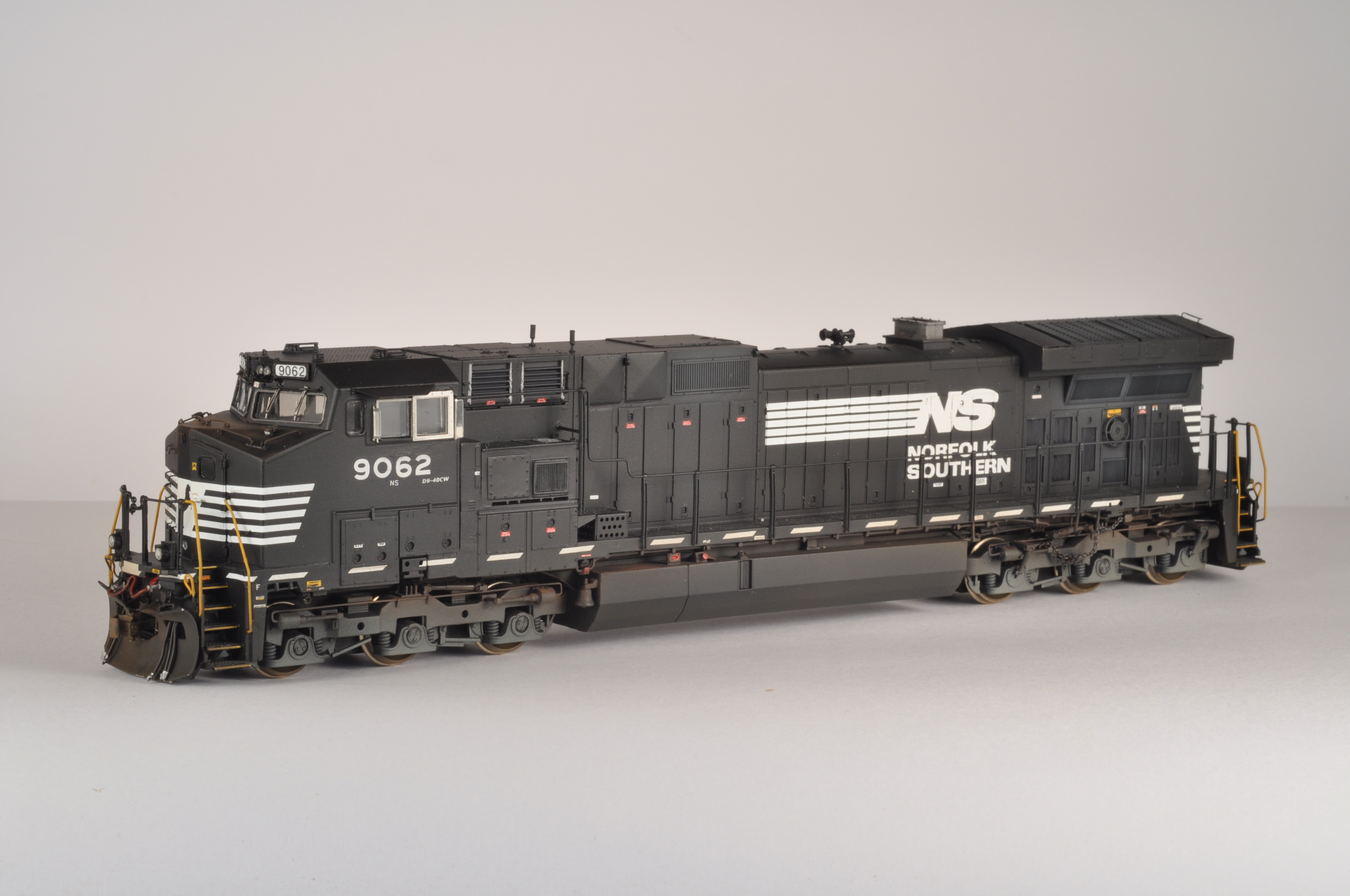 NS 9062 was modeled from an undecorated AthearnC44-9W.
